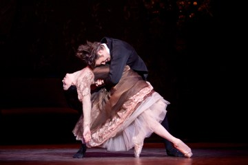 "Natalie Osipova and Matthew Golding in the Royal Ballet's ""Onegin."" Image Alice Pennefather"