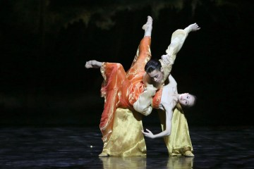 "Wu Husheng and Qi Bingxue in Shanghai Ballet's ""Echoes of Eternity."" Photograph by Chen Wen"