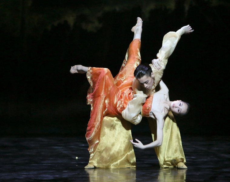 """Wu Husheng and Qi Bingxue in Shanghai Ballet's """"Echoes of Eternity."""" Photograph by Chen Wen"""
