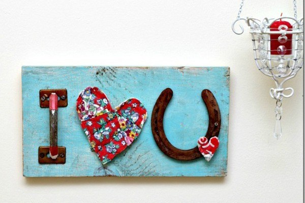 Red-Hearts-and-Good-Luck-Horseshoe-Sign-Petticoat-Junktion_thumb