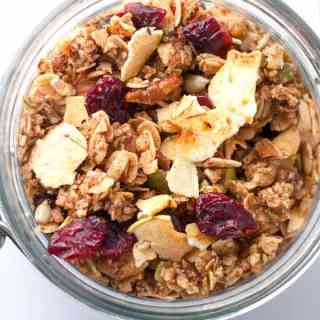 How to Make Cranberry Apple Cinnamon Granola. |www.flavourandsavour.com