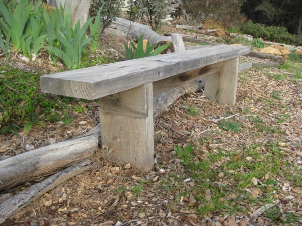 First and easiest bench, another view, one board two cuts and a few screws or nails