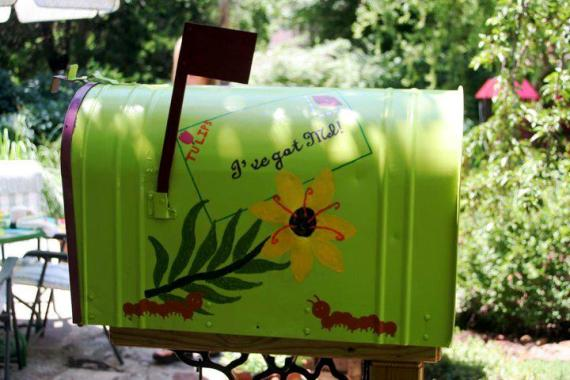 Kay Swietek's painted mailbox