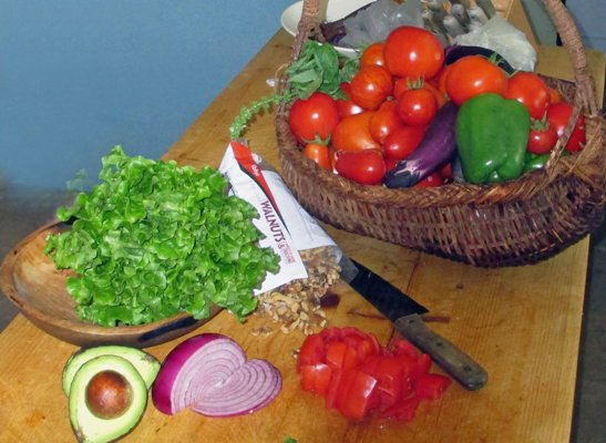 Just add lettuce, red onion, avocado and walnuts