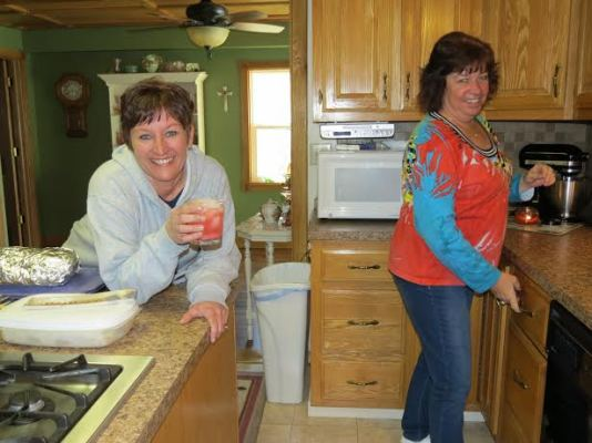 Someone's in the kitchen with Tonya and Lisa,...yes, Jeanie taking the picture!
