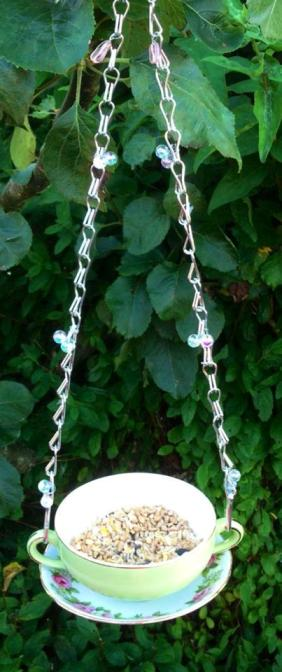Teacup feeder with it's beaded chain hanger