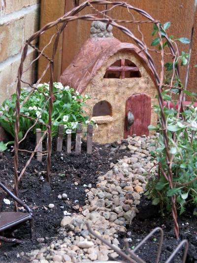 Jeanie Merritt's mini garden in a wagon