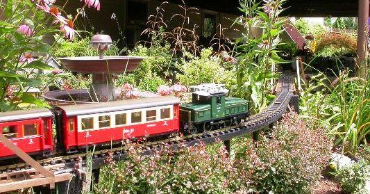 Vintage garden toys-featured