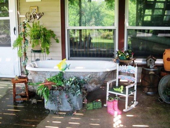 Jane Mesch's 'fish pond' tub