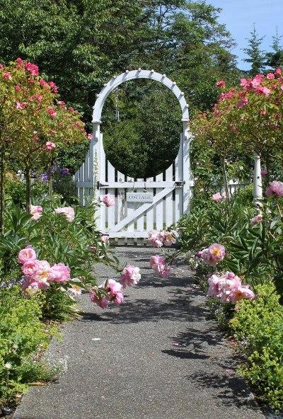 Fishtail Cottage's romantic arbor gate
