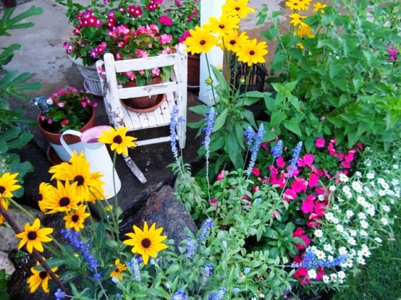 Jane Krauter blurs the line between patio and flower bed