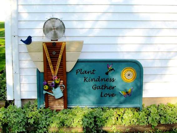 50 Flea Market garden signs: A Gallery