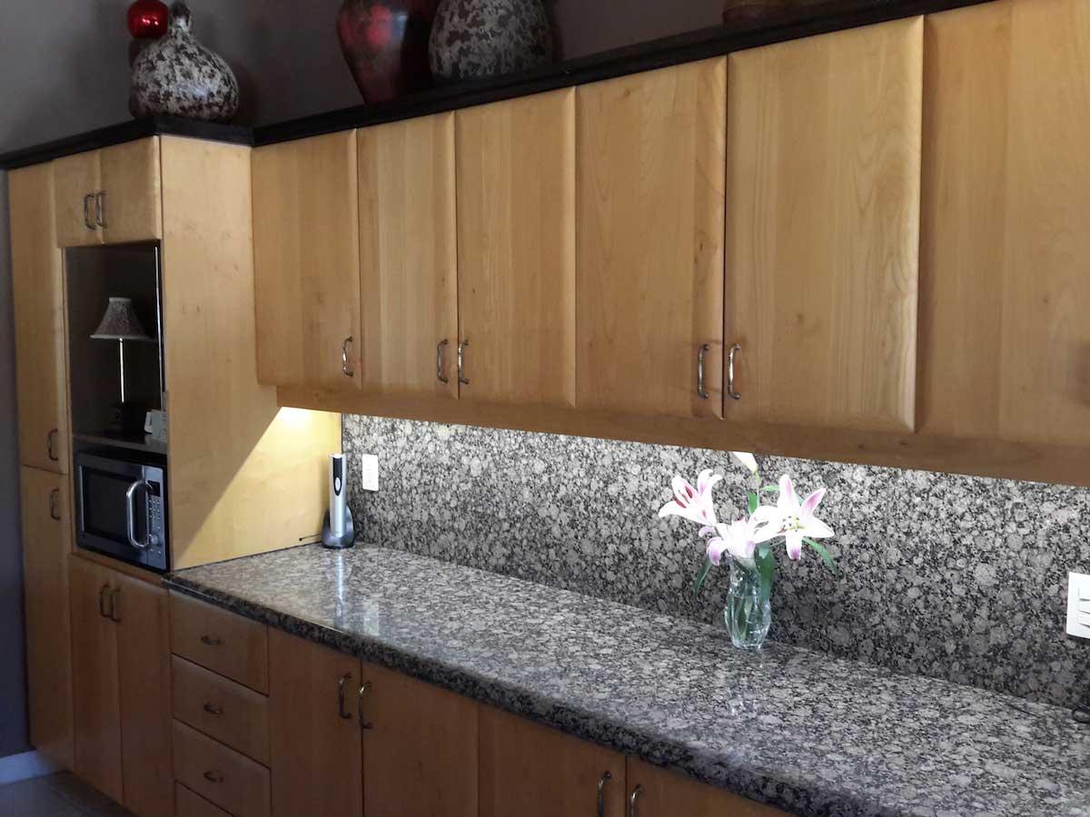 Very Bright Under Cabinet Lighting Kitchen 02