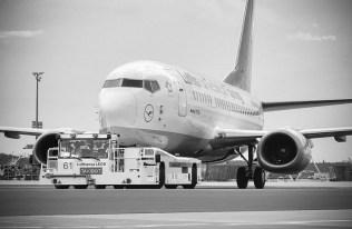 image: © Lufthansa   Taxibot