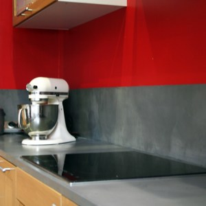 Plan de travail de cuisine et crédence en béton ciré