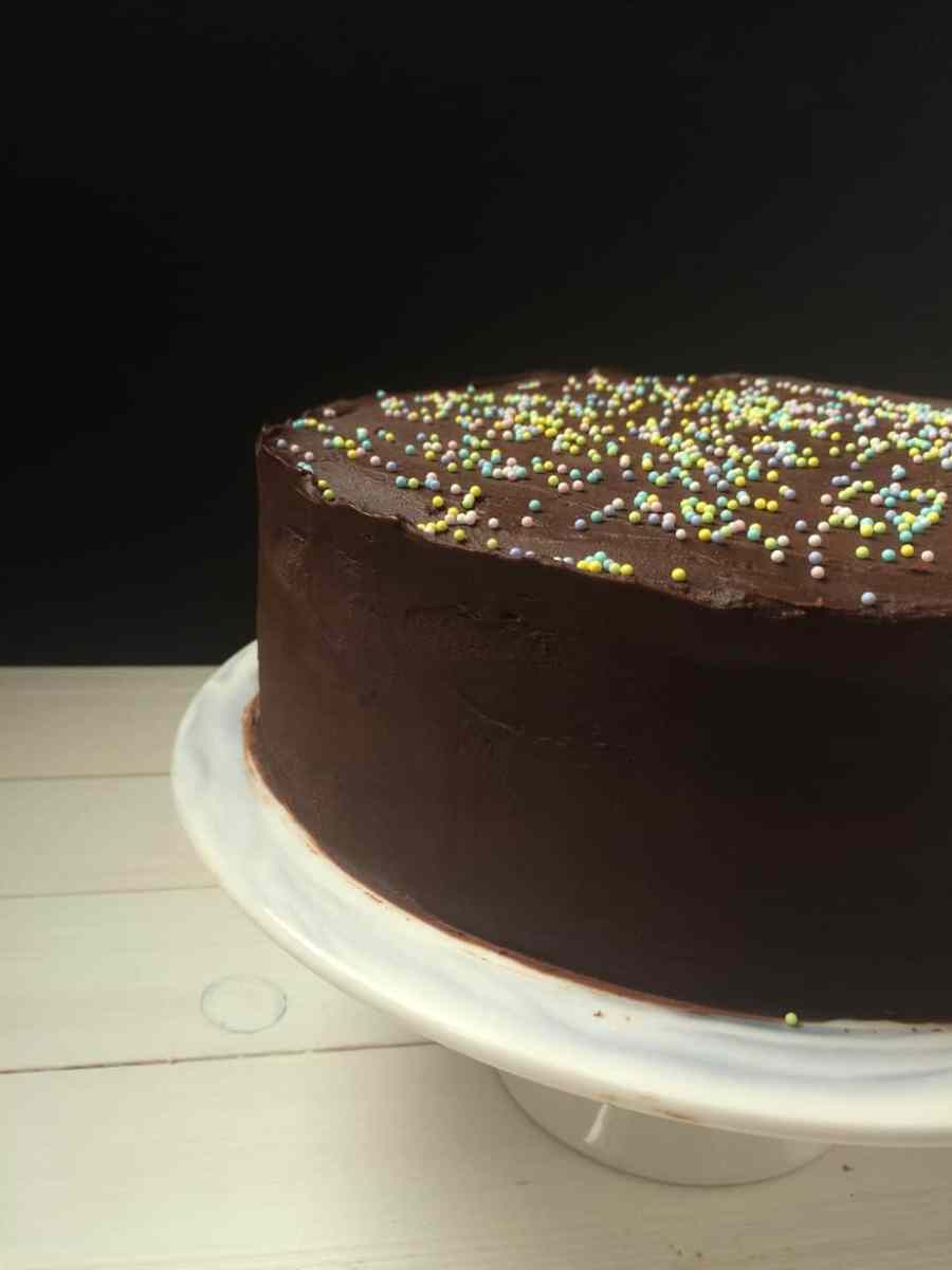 A One Bowl Chocoholics Chocolate Cake w Chocolate Ganache + What is the difference between all these recipes?