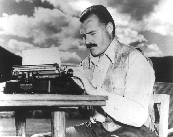 typewriter-hemingway-1