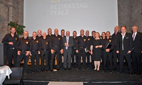 Der Chor mit Dr. Norbert Lammert, Frau Dr. Maria Böhmer und Theo Wieder