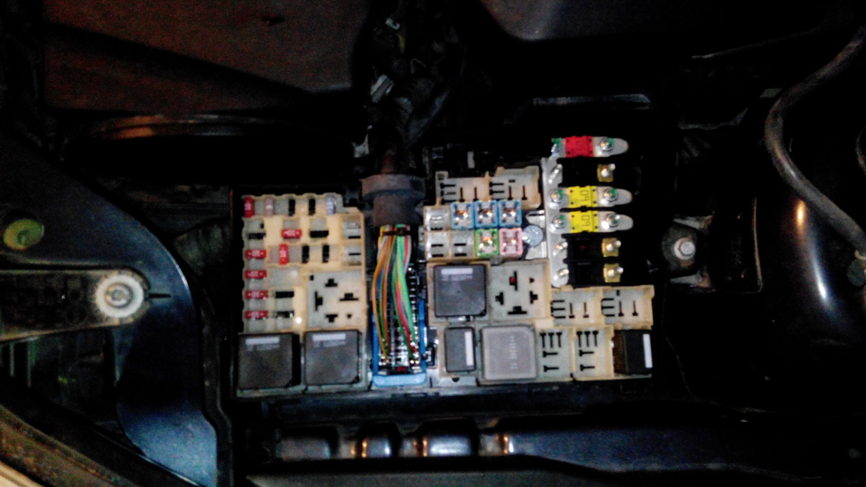 fuse box on volvo s60