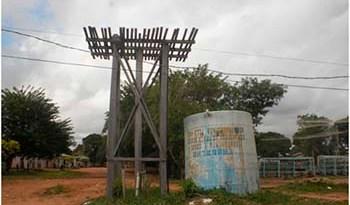 Caixa-dágua-do-bairro-está-furada-e-encontra-se-no-chão-há-mais-de-seis-meses