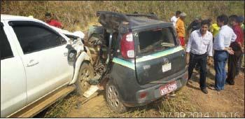 Hilux atingiu em cheio o táxi, matando o motorista e passageiro