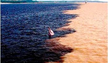 Encontro-dos-rios-Tapajós-e-Amazonas
