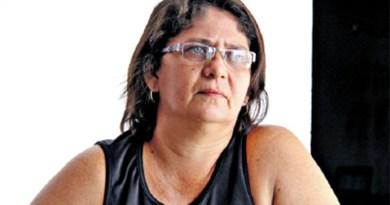 Anjela da Silva é nordestina e acessa sempre a internet. Ela diz que fica chateada com xingamentos (Foto: Ricardo Amanajás)
