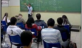 Em-Santarém-sozinhos-ou-em-grupos-os-estudantes-se-preparam-na-reta-final-para-o-exame