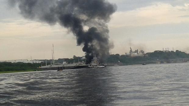 Imagem da explosão a partir do rio Negro. Foto: Alex Pontes/Cedida