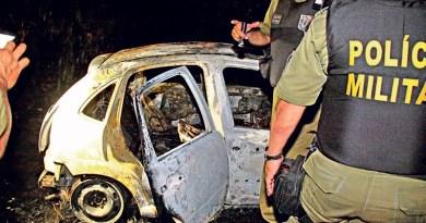O carro de Antônio foi encontrado incendiado com seu corpo dentro (Foto: Celso Rodrigues)