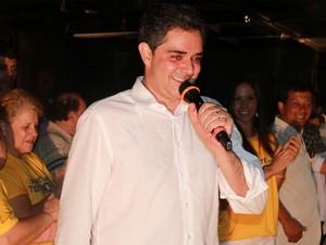 Ortiz Junior no comício da vitória em outubro. Ao fundo, sua esposa Mariá Perrota (Foto: Divulgação/Assessoria do Ortiz Junior) Ortiz Junior vai recorrer da decisão do TRE.