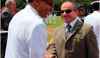 "Dr.-Rilmar-Firmino-recebeu-a-medalha-""Mérito-Tamandaré"""