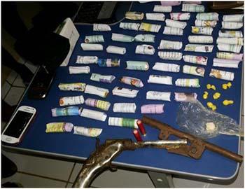 Armas-e-drogas-apreendidas-durante-operação-policial