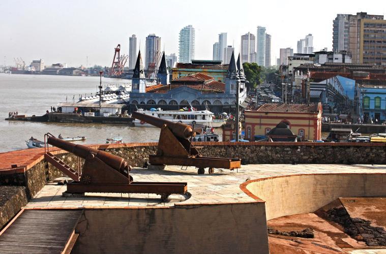 Mercado de Ferro do Ver-o-peso visto do Forte do Castelo, em Belém.  FOTO: CLÁUDIO SANTOS/ ARQUIVO AG. PARÁ