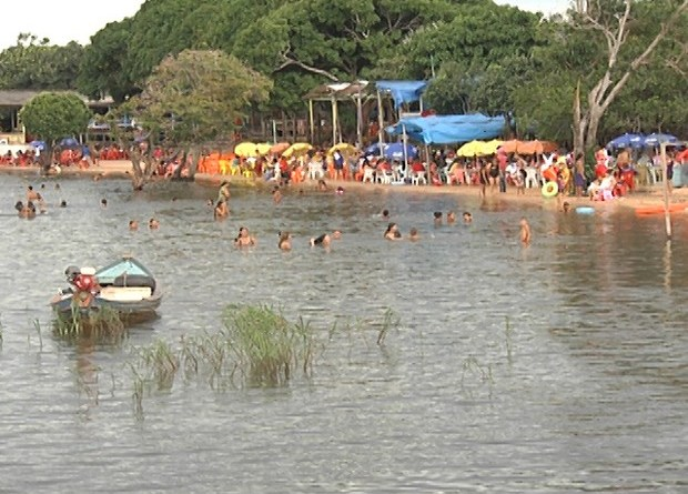 Praia do Maracanã, na área urbana de Santarém