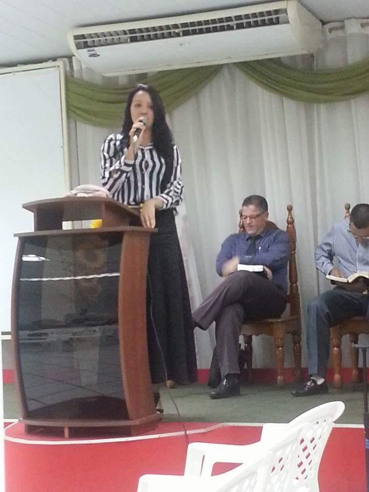 Cantora evangélica de Vilhena faz uma Self transando com o pastor de sua igreja