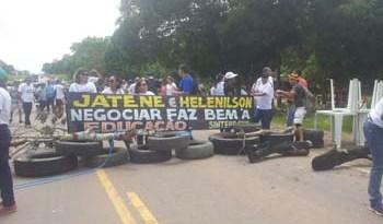Revolta-dos-professores-é-contra-Jatene-e-Helenilson