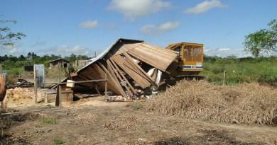 Reintegração casa sendo demolida
