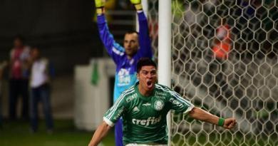 t_154340_o-atacante-argentino-cristaldo-marcou-aos-45-minutos-do-segundo-tempo-o-gol-da-vitoria-alviverde