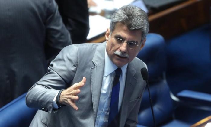Senador Romero Jucá, relator do projeto da reforma política, durante sessão sobre o tema - ANDRE COELHO / Agência O Globo