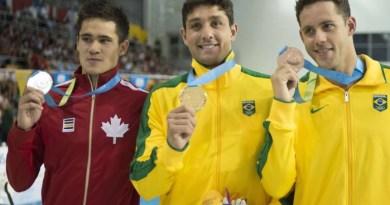 Dobradinha brasileira: Thiago Simon foi ouro e Thiago Pereire levou o bronze, sua 20ª medalha em Jogos Pan-Americanos - JIM WATSON / AFP