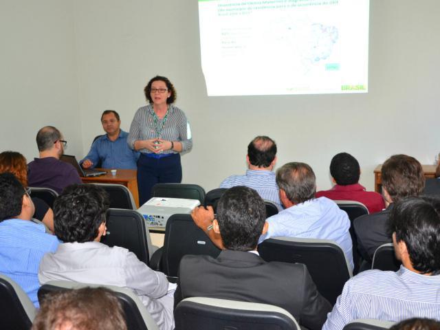 A presidente do Incra, Maria Lúcia Falcón, garantiu o repasse de recursos, estimados em R$ 10 milhões, para a conclusão de obras que envolvam a recuperação de estradas vicinais em assentamentos no Oeste do Pará.(Foto Incra Divulgação)