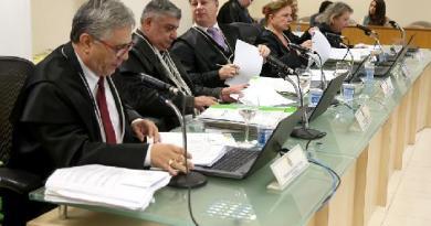 Desembargadores reunidos em sessão das Câmaras Criminais