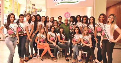 Candidatas posam em evento. Foto: Lucas Queiroz