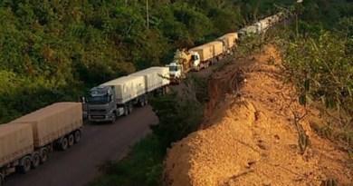 Congestionamento na rodovia ultrapassa os 20 Km. (Foto WhatsApp)