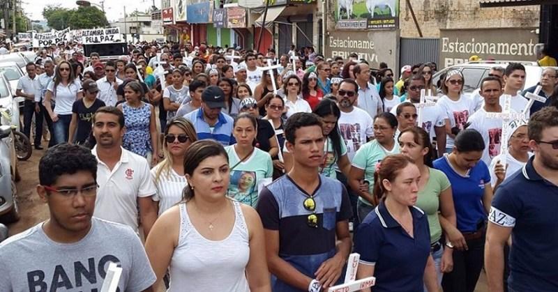 Manifestantes pedem rapidez nas investigações e clamam por mais segurança na cidade. (Foto: Felype Adms)
