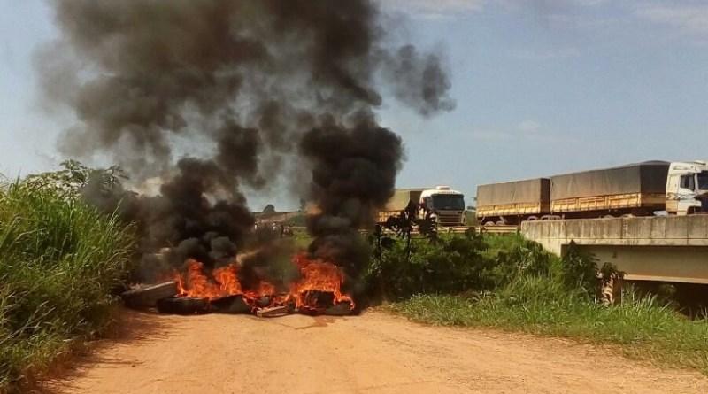Motoristas queimam pontes
