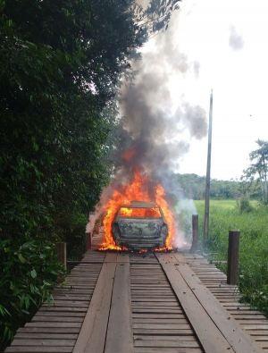 Terror em Moju: assaltantes fazem reféns e tocam fogo em veículo