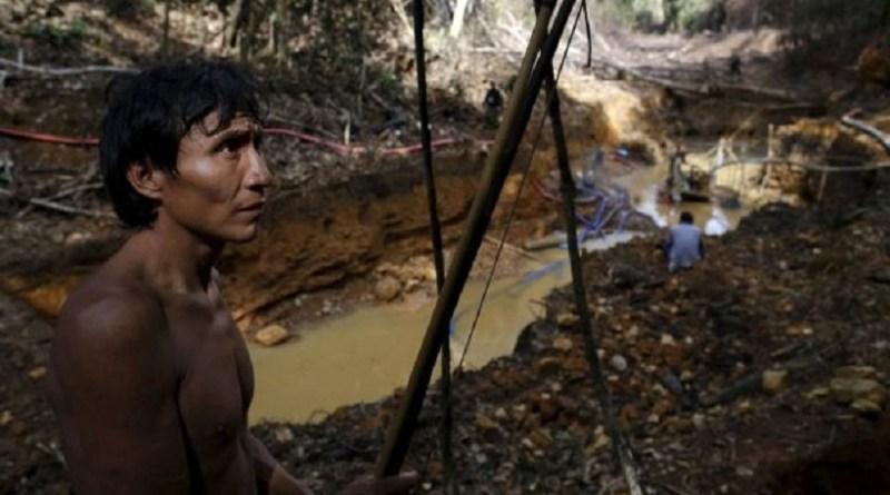 Image copyright Reuters Image caption Em 17 de abril passado, operação desbaratou garimpo ilegal em território dos ianomâmi na floresta Amazônica em Roraima