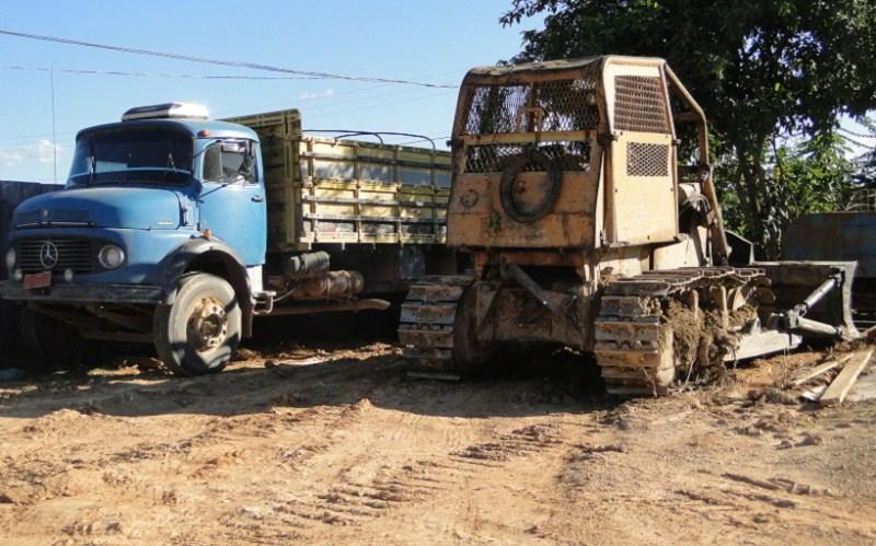 Caminhão e trator apreendido